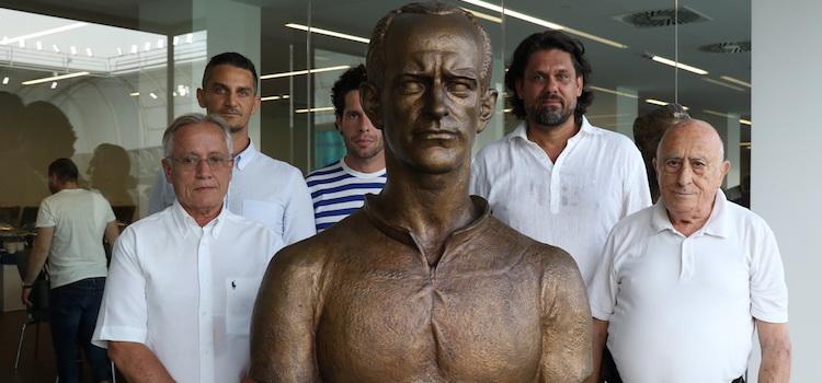 Koszorúzás Orth György szobránál