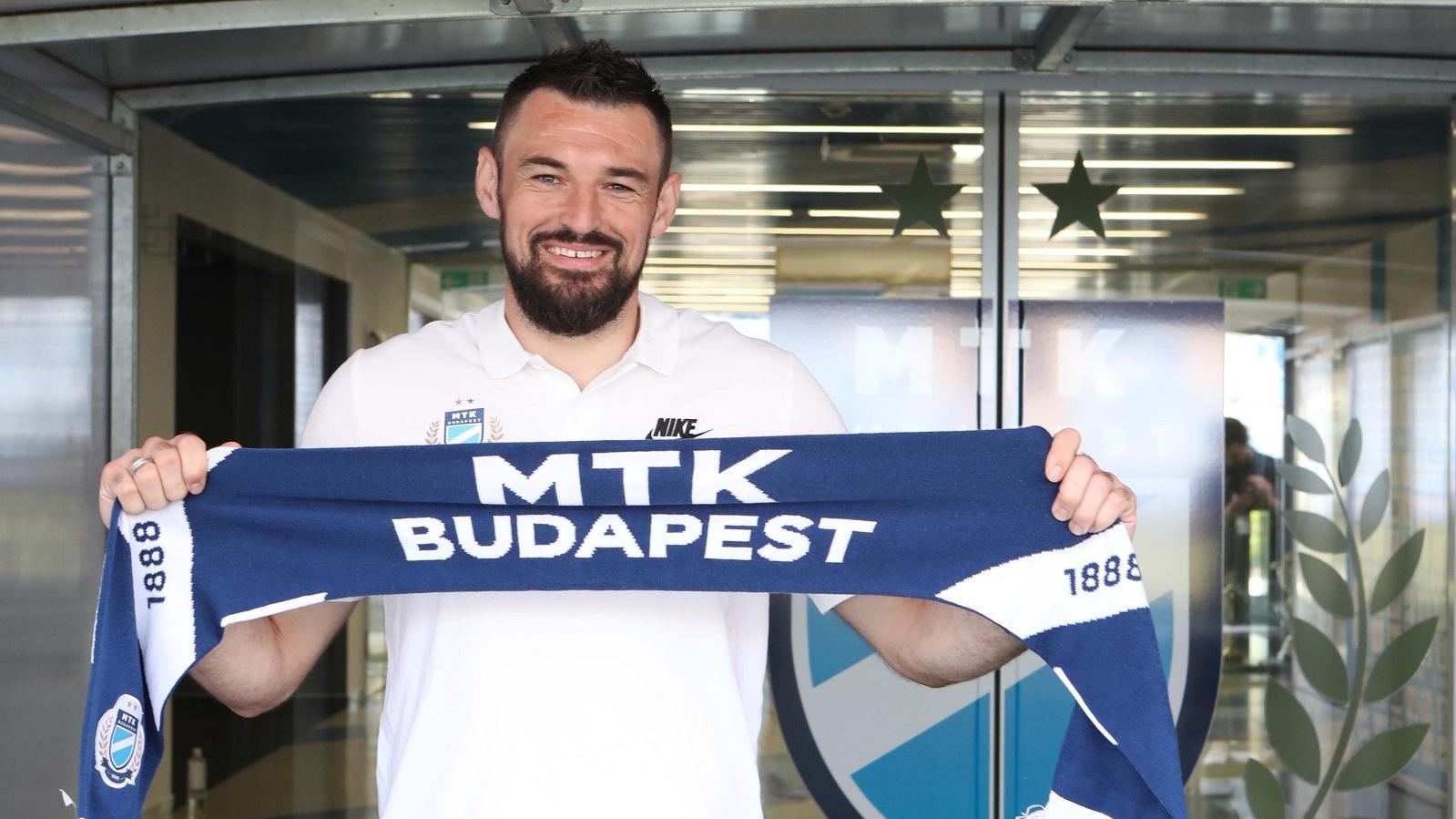 """""""Azon leszek, hogy minél több meccset ússzak meg kapott gól nélkül"""" – Mijatovics bemutatkozott (videó)"""