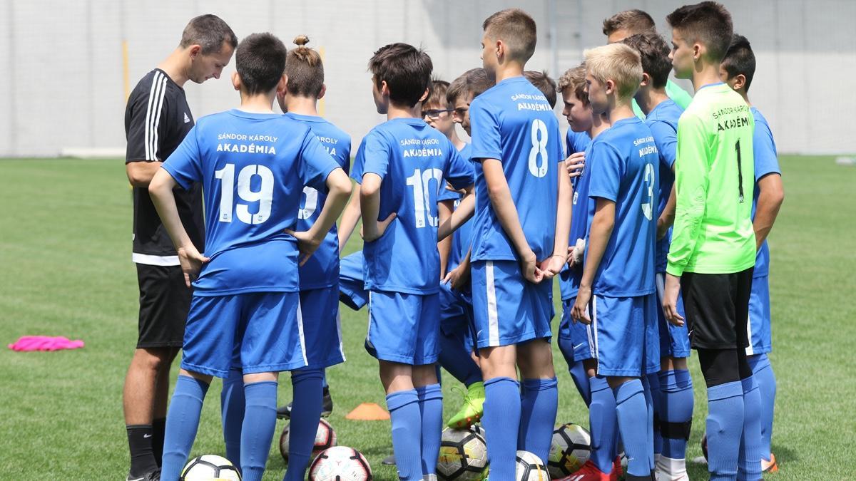 Intelligens és kreatív játékost formálunk a gyerekekből: Bemutatjuk a Smartfootballt