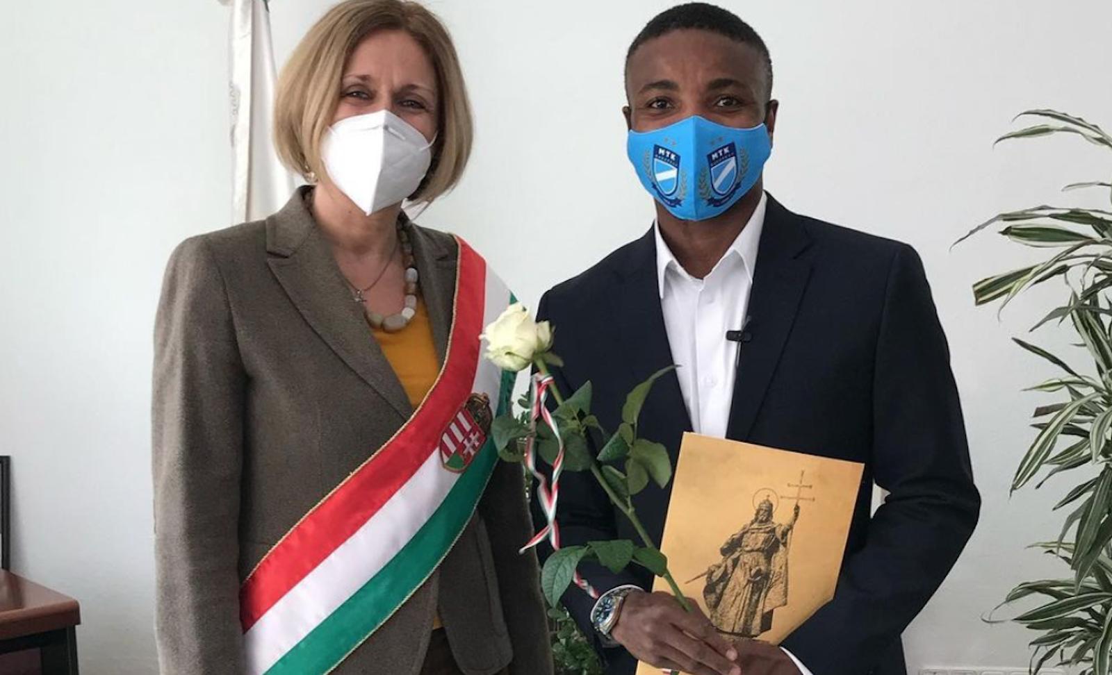 Ikenne-King magyar állampolgár lett - büszkén énekelte el a Himnuszt