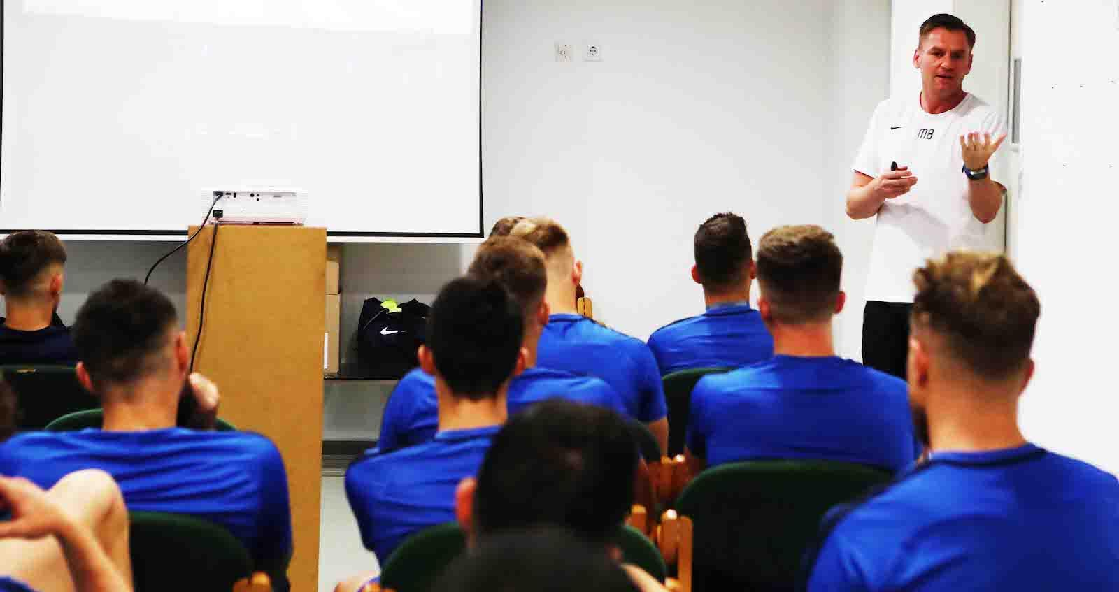 """""""A játékosok taktikailag érettebbek lettek, változott a mentalitásuk, a csapategység kiváló"""" - lapszemle"""
