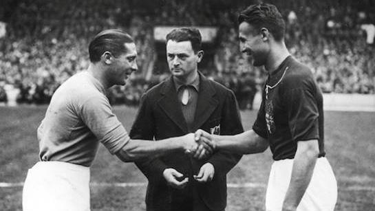 Ezen a napon játszották az 1938-as vb-döntőt, melyen ezüstérmes lett a magyar válogatott