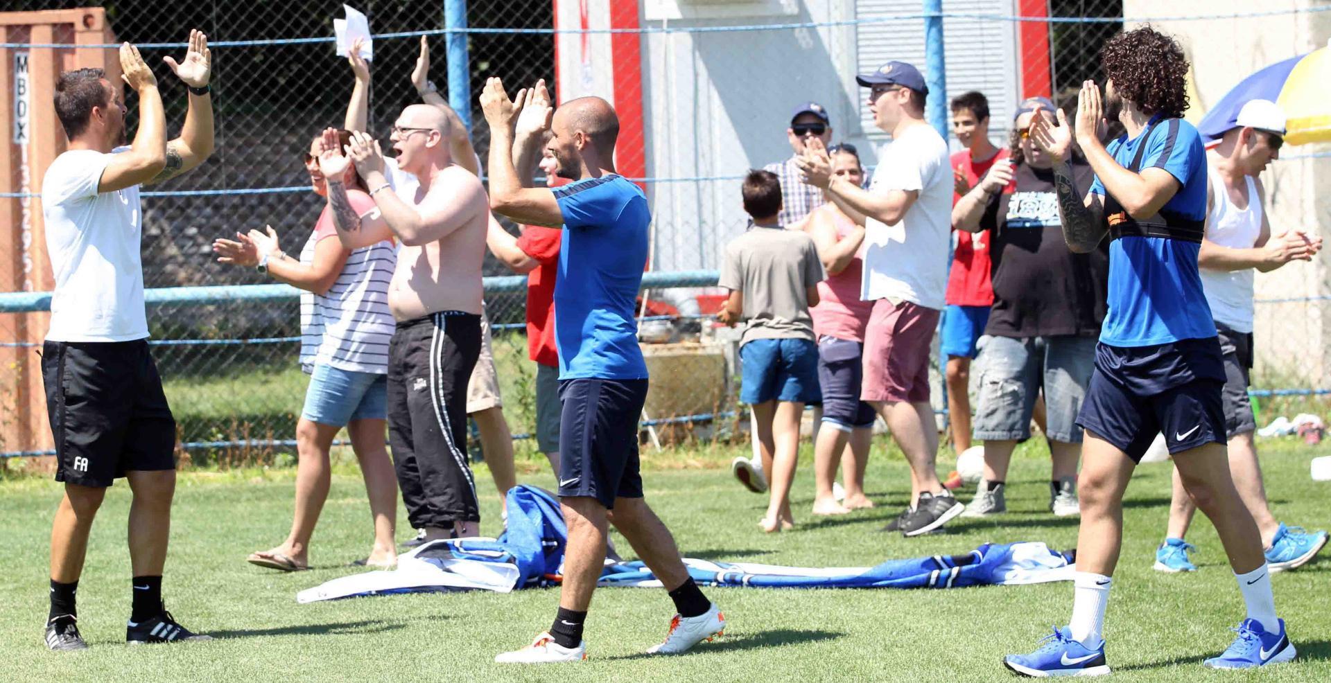 Szurkolók látogatták meg edzésen a csapatot - alkottak az ultrák
