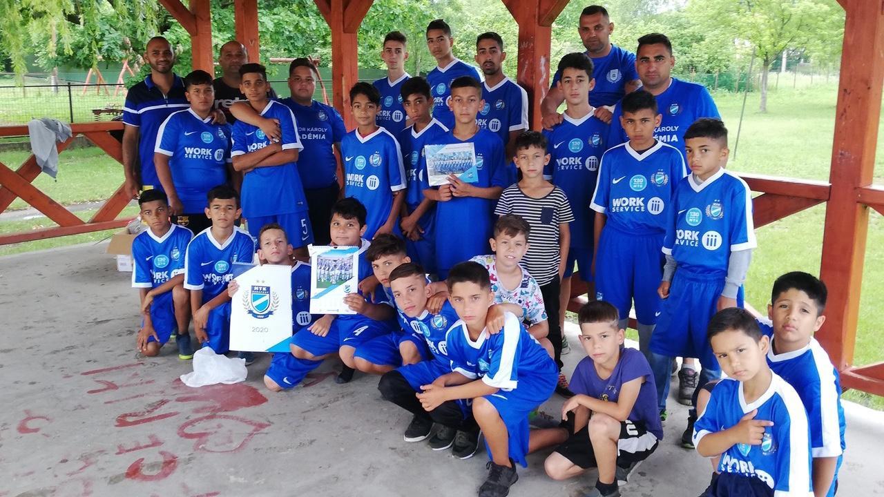 Nehéz helyzetben lévő sportegyesület ifjú futballistáinak segítettünk