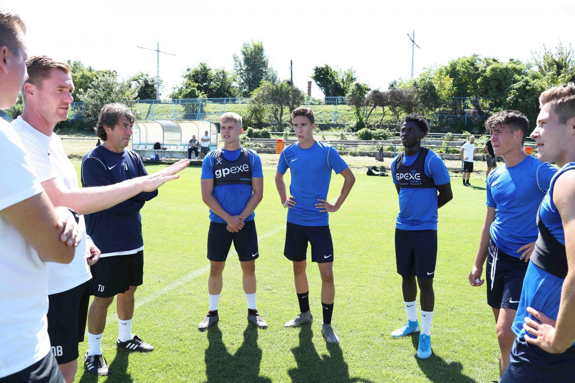 Képgaléria: Az U19-es csapat négy tagja a felnőttekkel készül